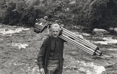 Éamon de Buitléar with Camera down at river