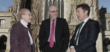 Pictured (l-r): Hon Mrs Justice Catherine McGuinness, chair of Údarás na hOllscoile; Gearóid Ó Conluain, Rúnaí na hOllscoile; and Harry McGee.