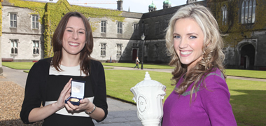 Pictured at the presentation of the Journalism Awards at NUI Galway today were Lisa Jackson, Ballina, Co. Mayo, winner of the Connacht Tribune Medal and Carla O'Brien, Caledon, Co. Tyrone, winner of the Donna Ferguson Award. The awards were presented by Sean O Rourke, RTÉ.