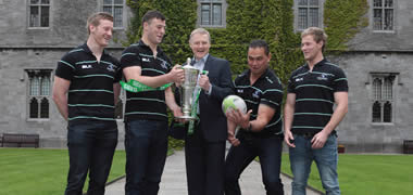 Pictured at a recent visit to NUI Galway is (centre) Irish Rugby Head Coach Joe Schmidt with (l to r) Connacht Rugby players and NUI Galway students Eoin Griffin, Robbie Henshaw, Connacht Head Coach Pat Lam and player Kieran Marmion.