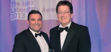 Nick Johns, Product Manager Ireland from Air Products, presenting the award for