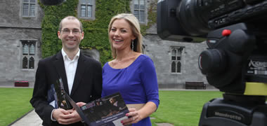 Launching the new MA sa Chumarsáid at NUI Galway is RTÉ's Siún Nic Gearailt and Dr Seathrún Ó Tuairisg, Acadamh na hOllscolaíochta Gaeilge, NUI Galway.